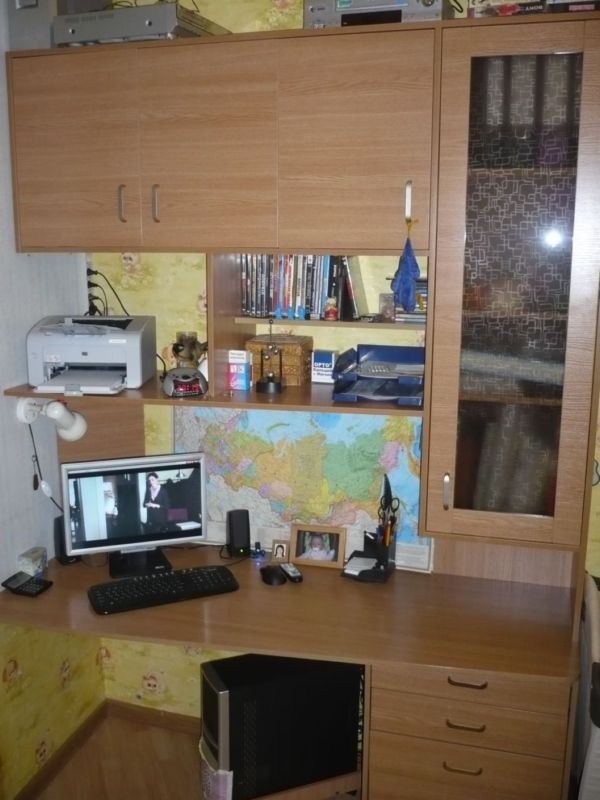 Компьютерный стол шкаф стол для работы.