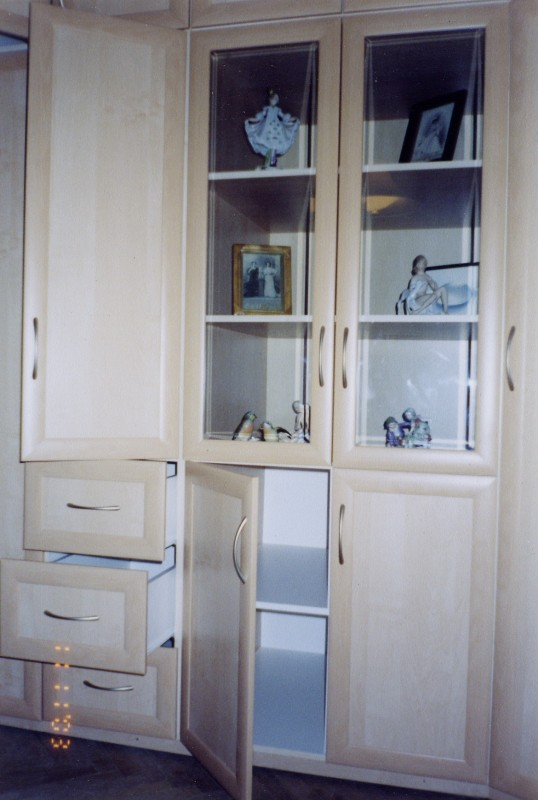 Корпусной угловой шкаф шкаф стенка.