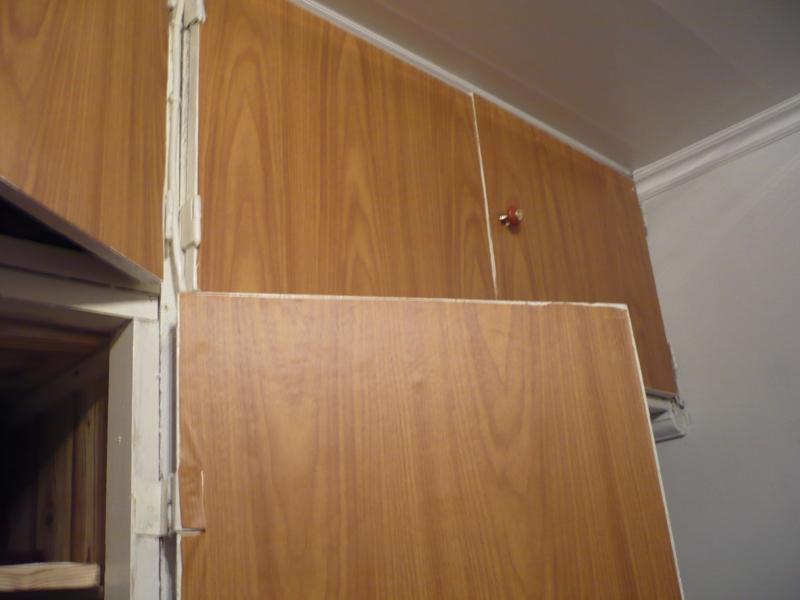 Замена старых дверей старые двери встроенного шкафа.