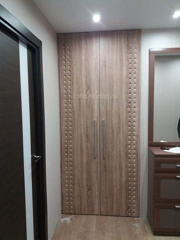 Шкаф встроенный в коридоре