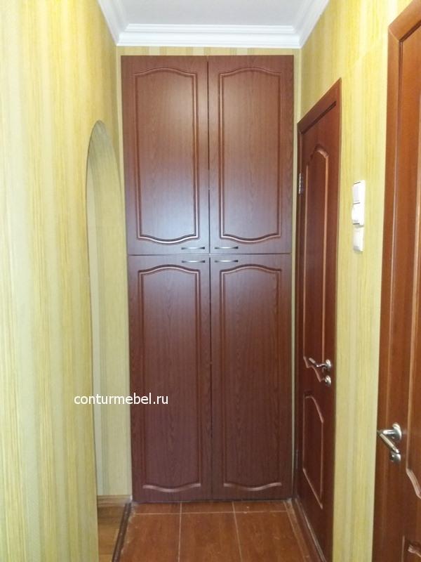 Двери во встроенный шкаф две большие вверху две почти такие же внизу