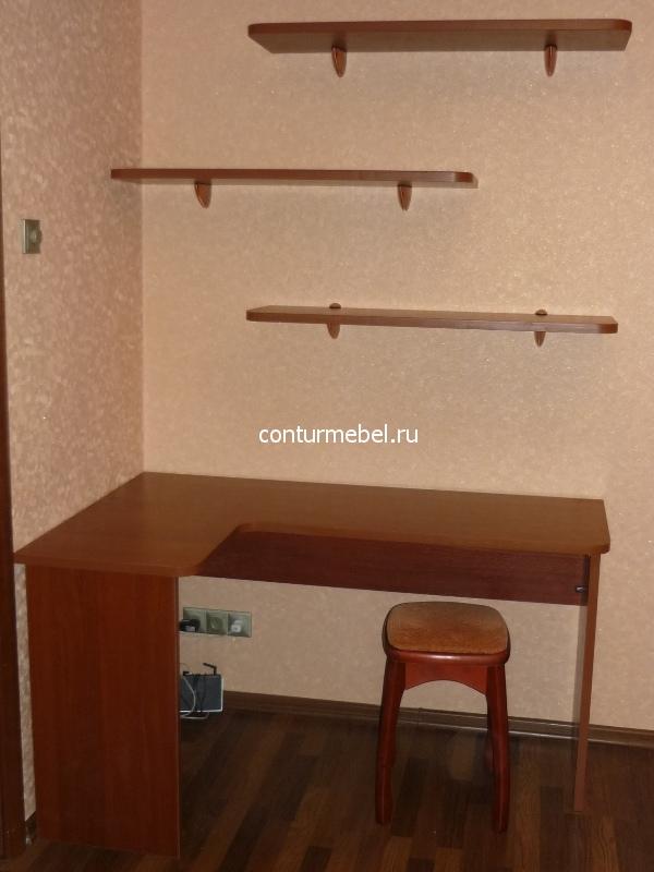 Рабочий угловой стол с открытыми полками на заказ