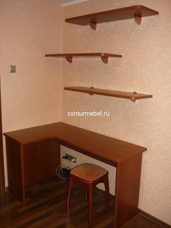Угловой письменный стол с полками на заказ