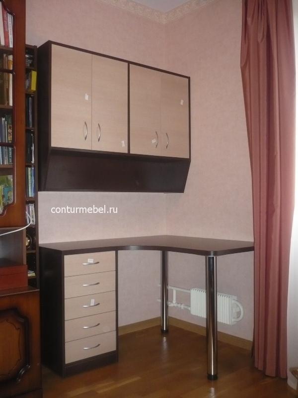 Стол угловой с навесными шкафчиками