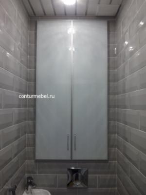 Белые стеклянные двери в туалет